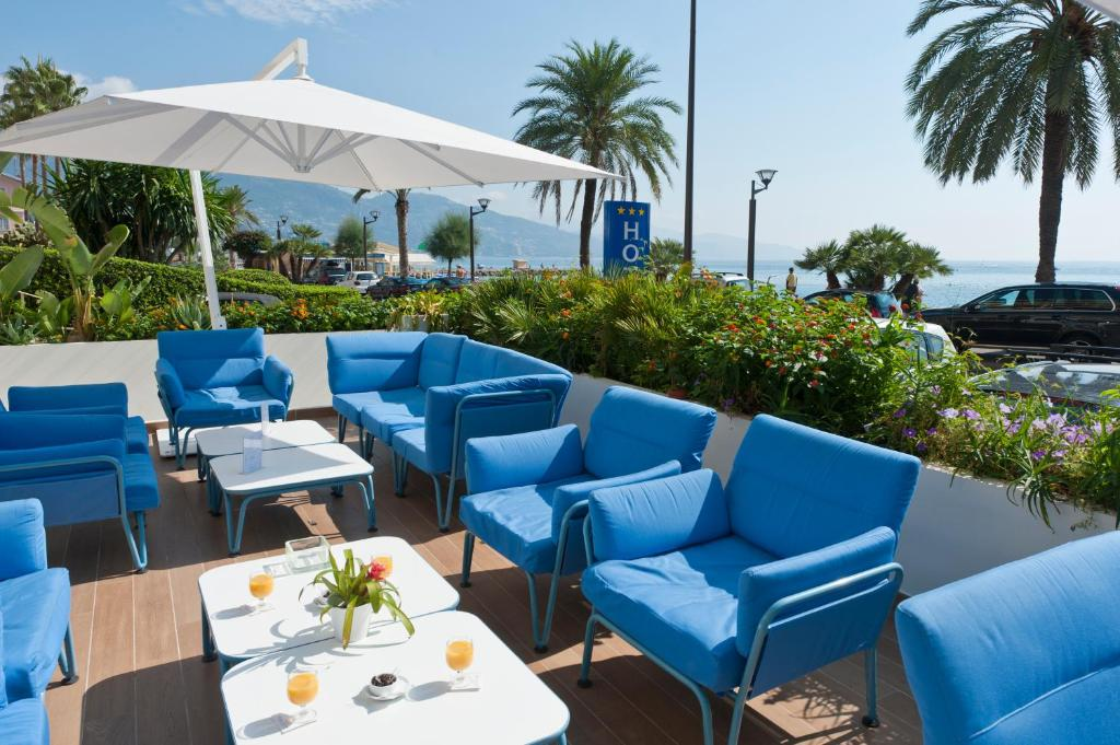 Hotel victoria menton book your hotel with viamichelin for Azureva roquebrune cap martin piscine
