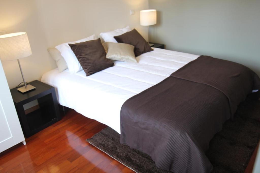 low cost tourist apartments pal cio da bolsa oporto. Black Bedroom Furniture Sets. Home Design Ideas