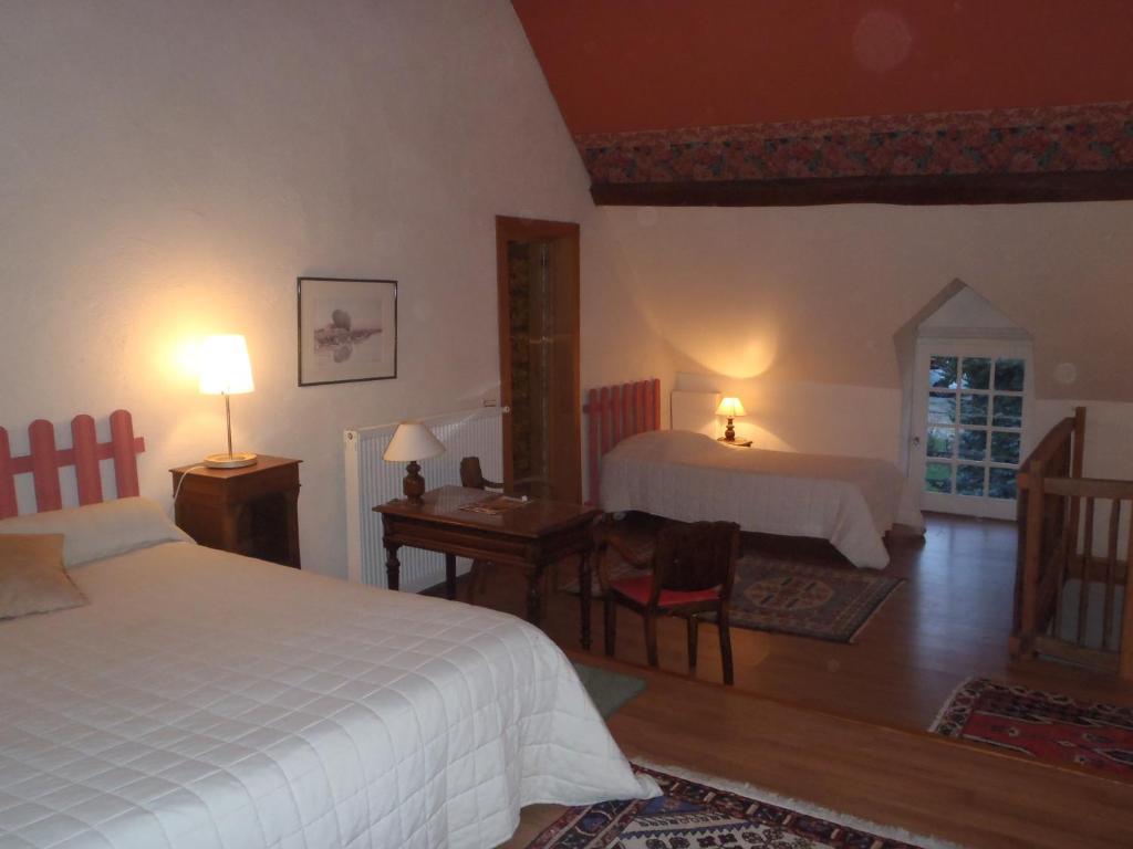 Chambres d 39 h tes du domaine de jacquelin saint germain du puy book your hotel with viamichelin - Chambre d hote bourges ...