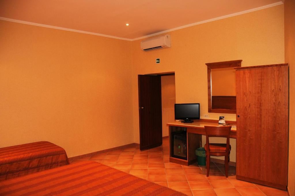 colonna room rental r servation gratuite sur viamichelin. Black Bedroom Furniture Sets. Home Design Ideas