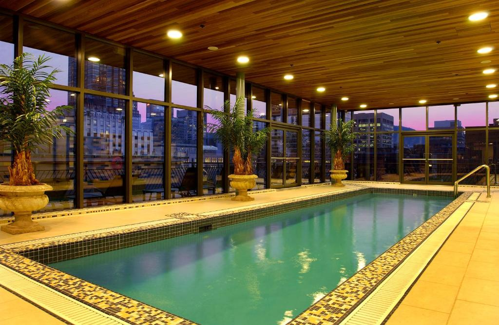 condo hotel square phillips suites montreal canada. Black Bedroom Furniture Sets. Home Design Ideas