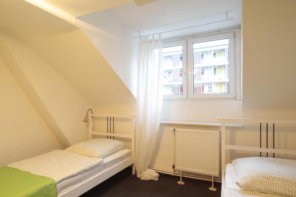 bedpark altona pension hamburg viamichelin informatie en online reserveren. Black Bedroom Furniture Sets. Home Design Ideas