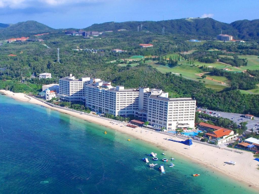 Una vista aérea de Rizzan Sea Park Hotel Tancha Bay