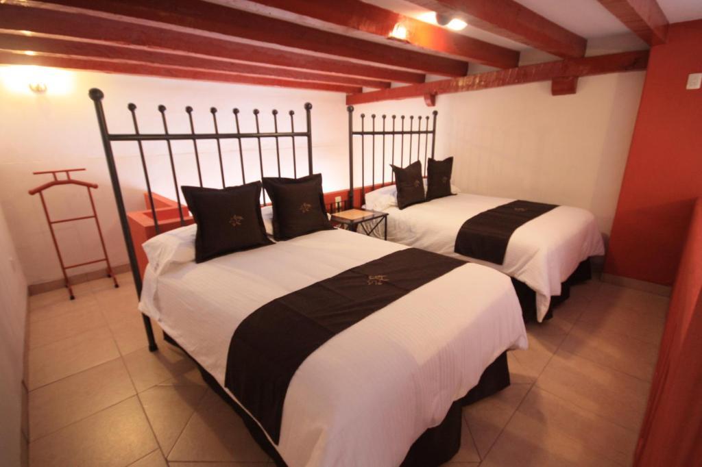 Hotel santa regina guanajuato book your hotel with for Hotel regina barcelona booking