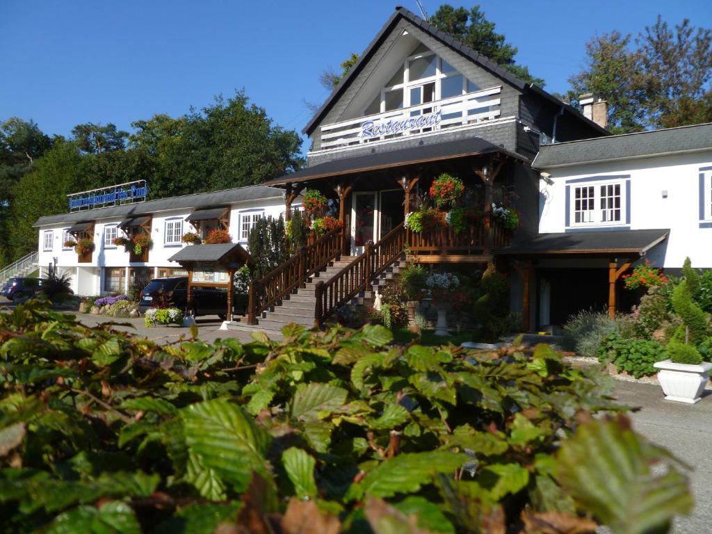 Citotel hotel restaurant les pins haguenau for Restaurant au jardin haguenau