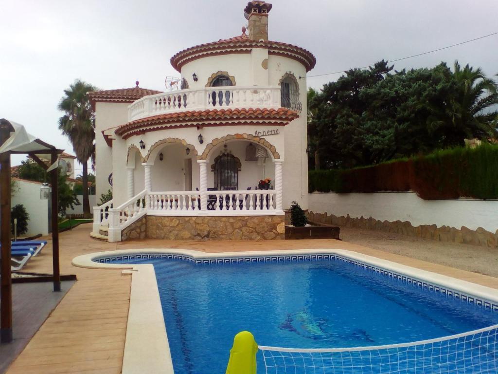 3b94b87ab3bbe Casa de vacaciones Torre con piscina privada (España Tarragona ...