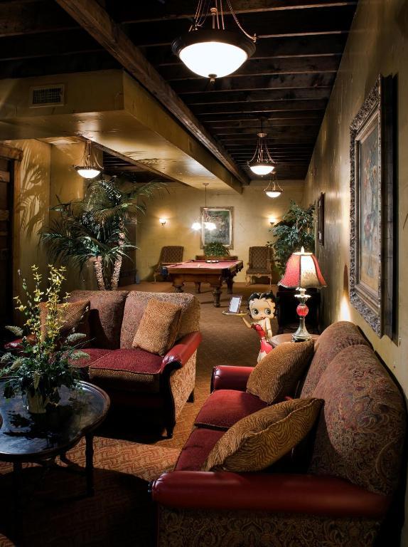 The inn at leola village lancaster online booking for Country living inn lancaster