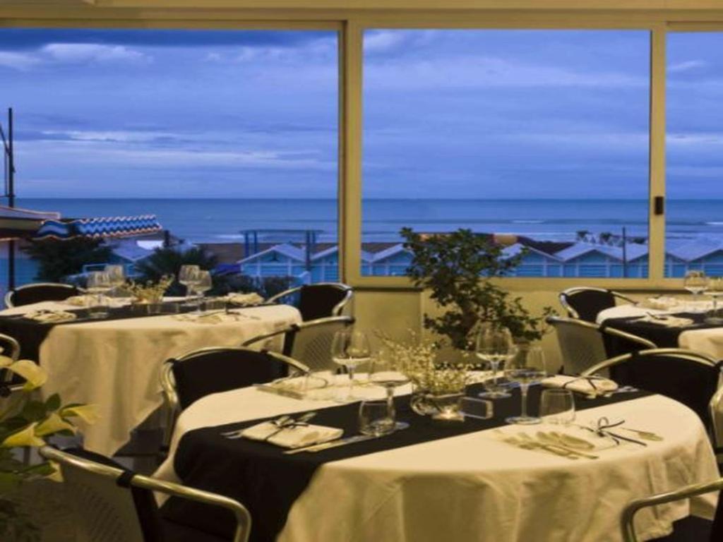 Hotel michelangelo riccione prenotazione on line viamichelin - Bagno 53 riccione ...