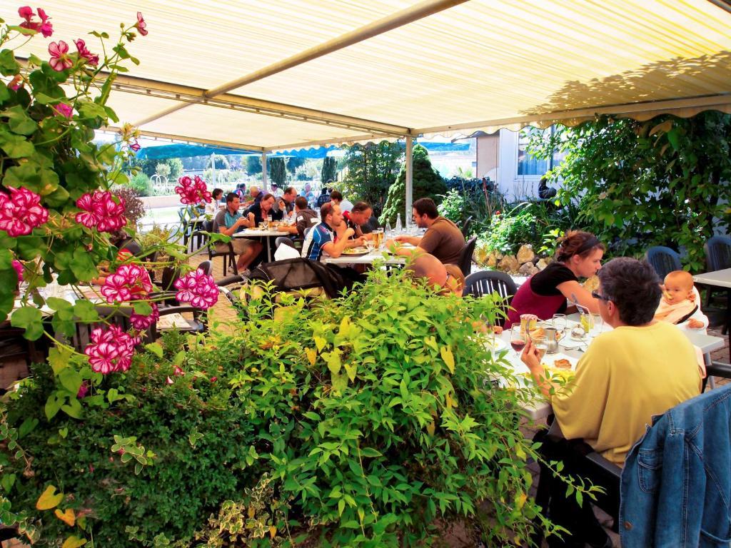 Hotel lacotel r servation gratuite sur viamichelin for Le jardin morat