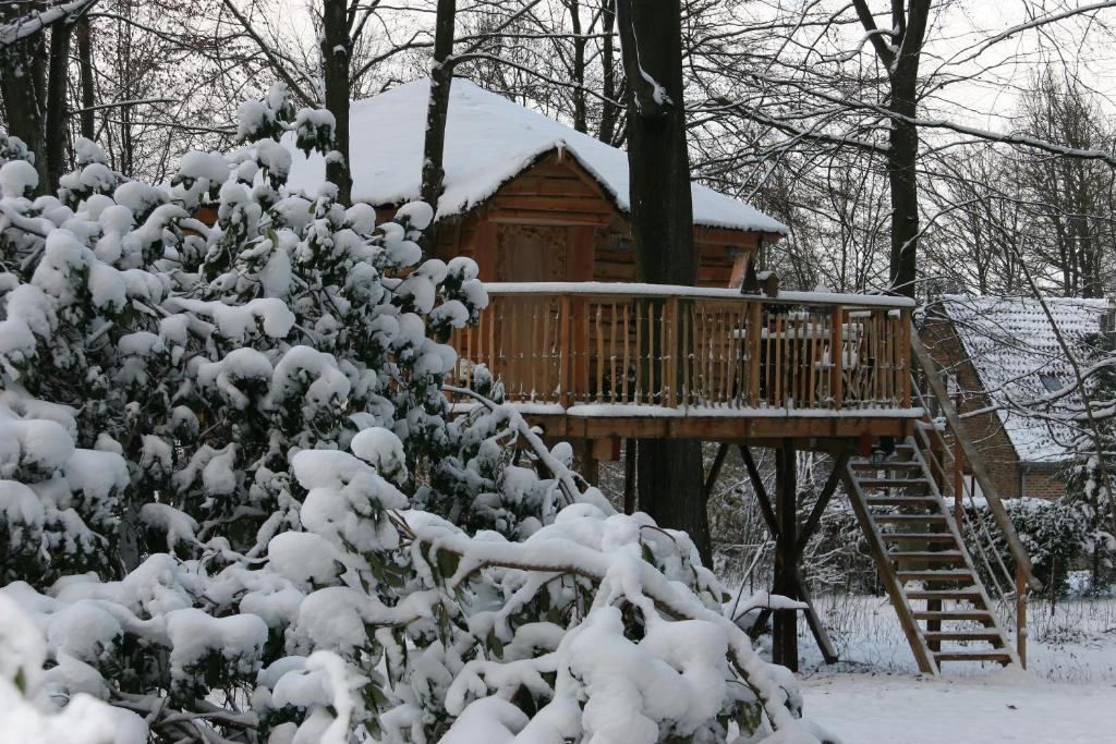 B&B La Cabane du Bois Dormant Spa book your hotel with ViaMichelin # Hotel Du Bois Dormant