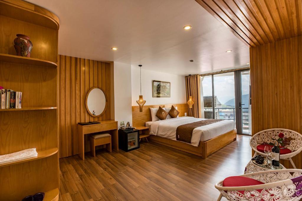 Phòng khách sạn sạch sẽ ấm cúng.