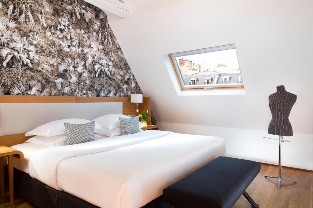 سرير أو أسرّة في غرفة في فندق لو سيس