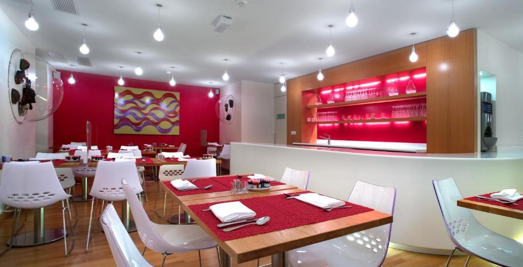 La cour des augustins boutique gallery design hotel for Best boutique hotels geneva
