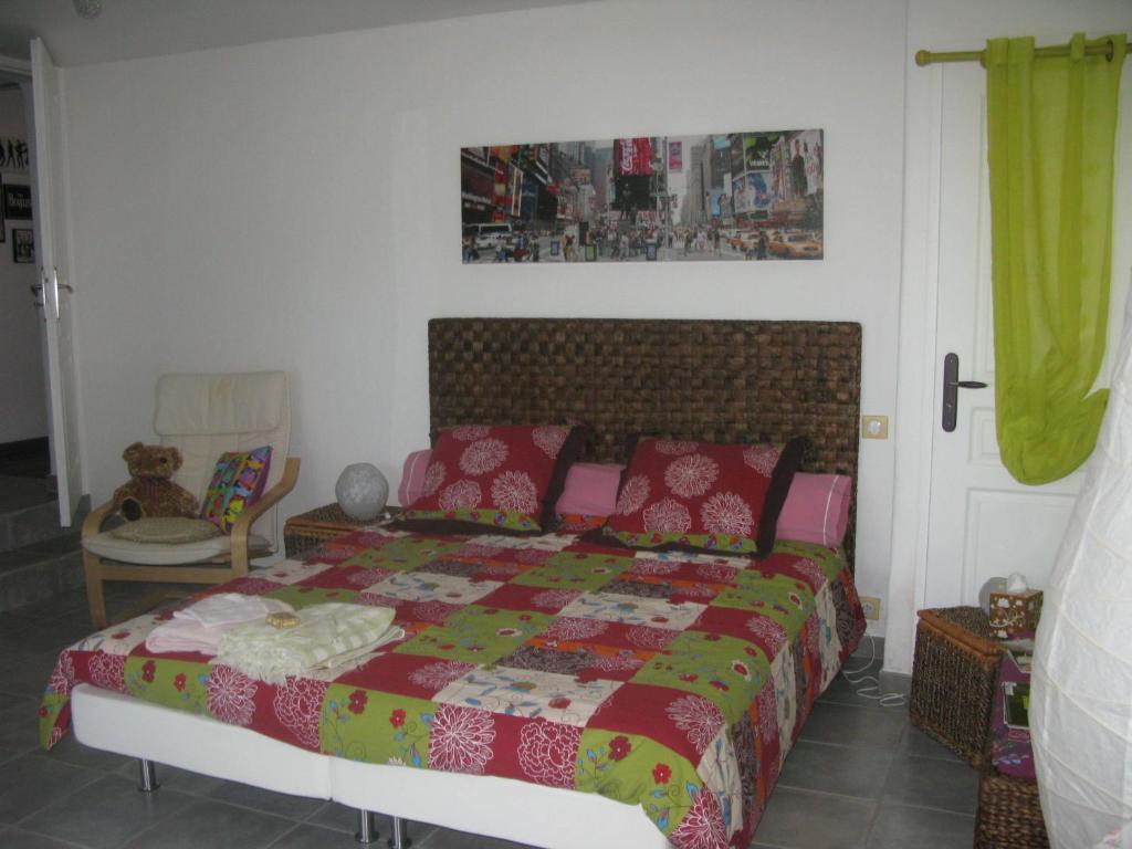 chambre d 39 h tes mas myro chambres d 39 h tes uz s. Black Bedroom Furniture Sets. Home Design Ideas