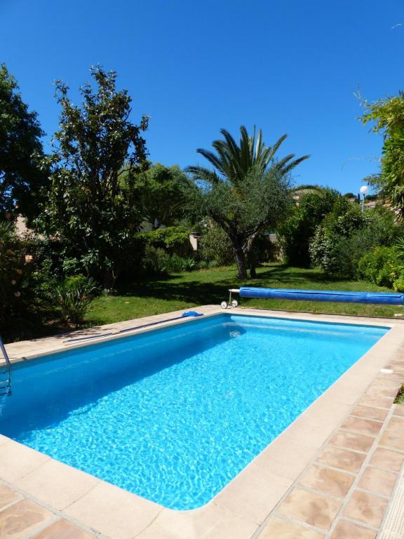 Villa maison proven ale piscine et plages fran a for Piscine carqueiranne