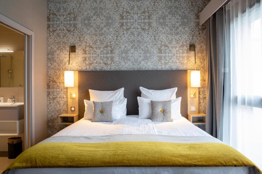 Cama ou camas em um quarto em James Boutique Hôtel