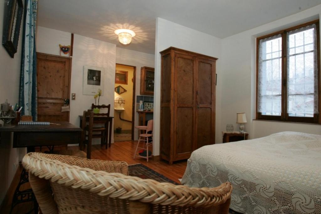chambres d 39 h tes haut de belleville chambres d 39 h tes paris. Black Bedroom Furniture Sets. Home Design Ideas