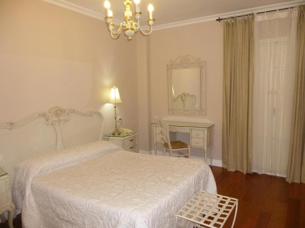Le petit paris chambres d 39 h tes s ville - Chambres d hotes seville ...