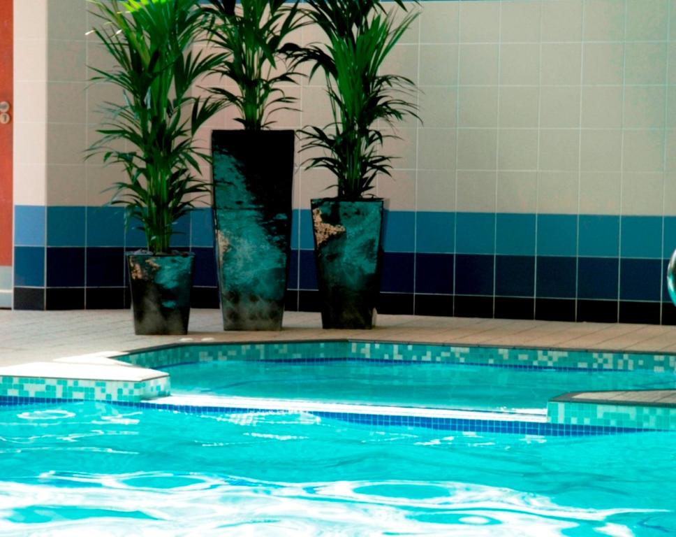 Burleigh court hotel and leisure loughborough book - Loughborough university swimming pool ...