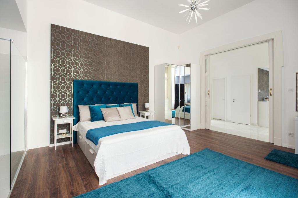 150372132 - Luxury Home Plus