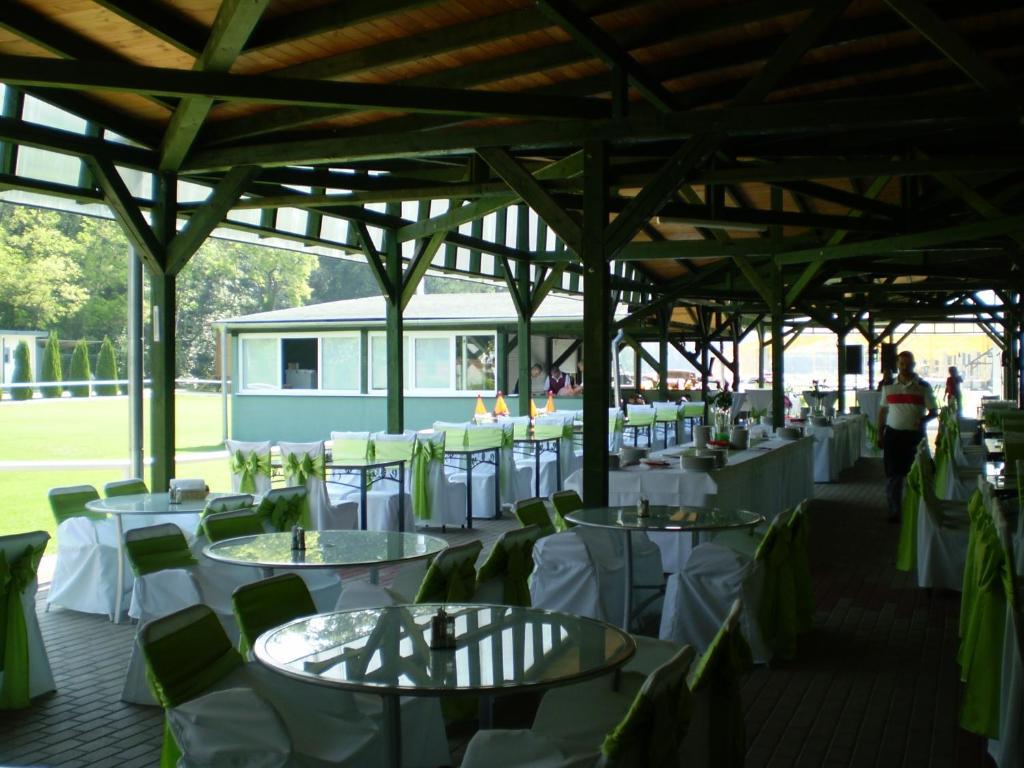 Czajlik ranch trhov hradsk prenotazione on line for Piccoli progetti di ranch