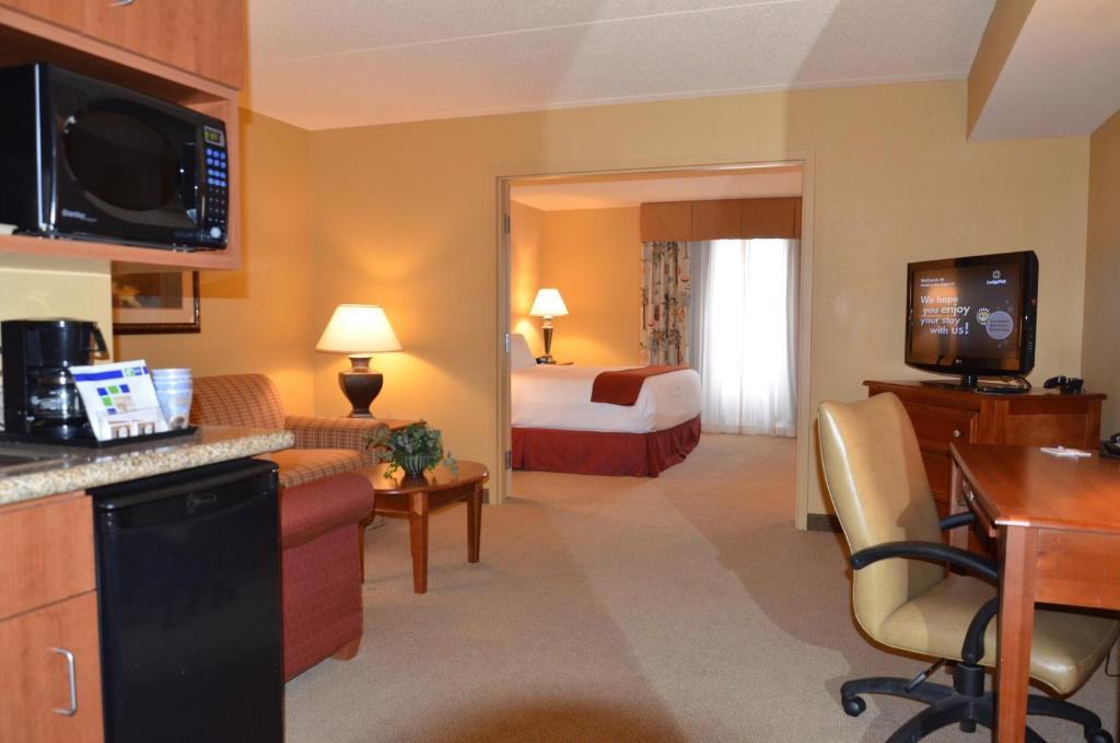 Holiday Inn Express Hotel Amp Suites Bloomington