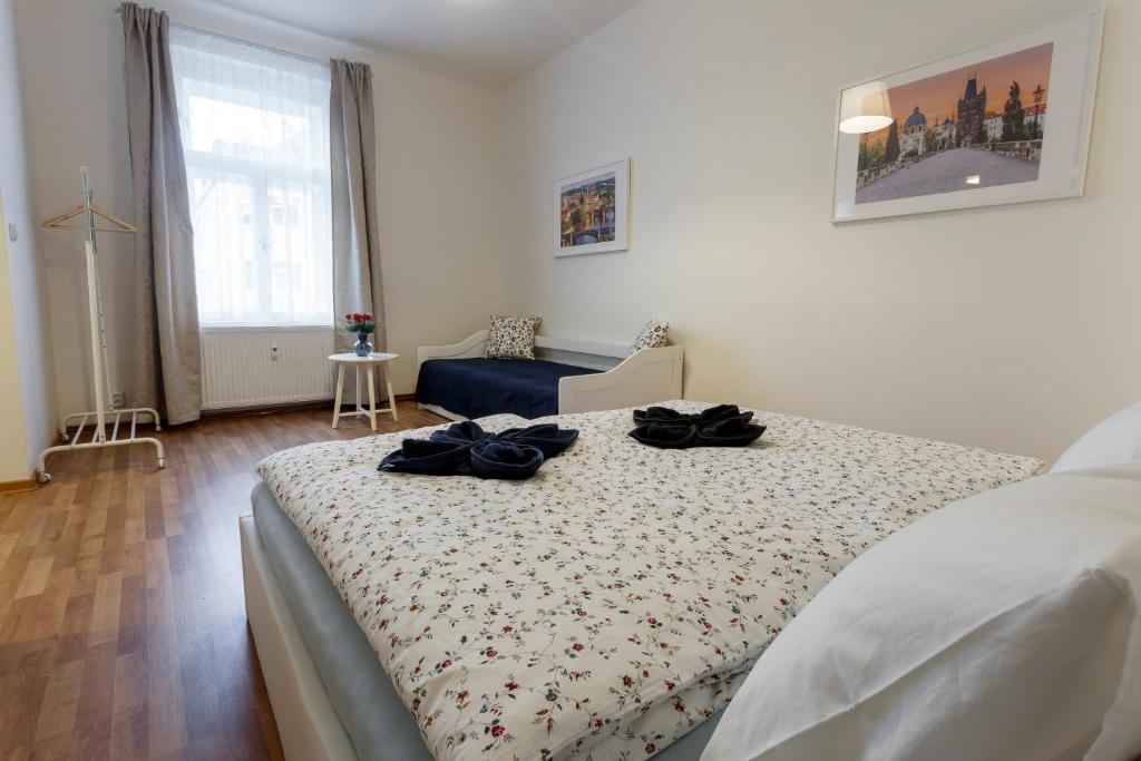 Cama ou camas em um quarto em Modern Romantic Apartment close to Castle