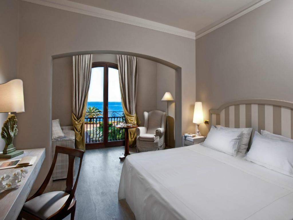 Grand hotel baia verde aci castello viamichelin informatie en online reserveren - Pijnbomen meubels ...