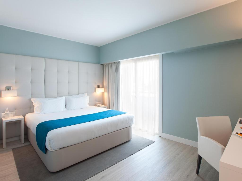 Cama ou camas em um quarto em Lutecia Smart Design Hotel