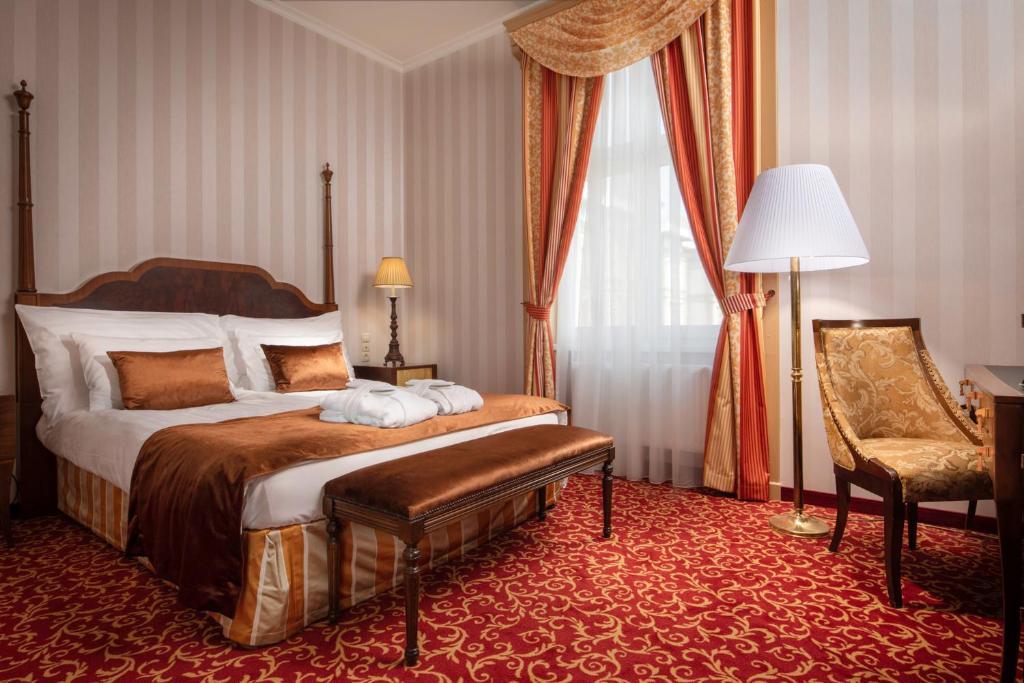 Cama ou camas em um quarto em Danubius Grand Hotel Margitsziget