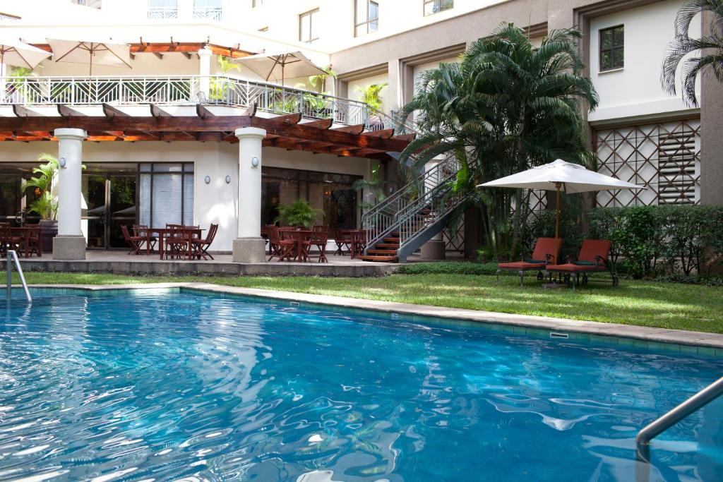 Southern sun hotel dar es salaam dar es salaam book your hotel with viamichelin for Swimming pools in dar es salaam