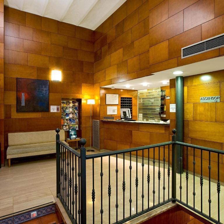 Nuevo hotel horus zaragoza reserva tu hotel con viamichelin for Habitaciones familiares zaragoza