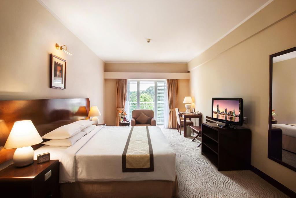 Phòng Premier Ở Góc Có Giường Cỡ King Và Sân Hiên