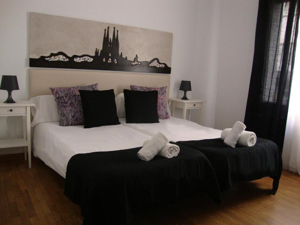 petit hotel chambres d 39 h tes barcelone. Black Bedroom Furniture Sets. Home Design Ideas