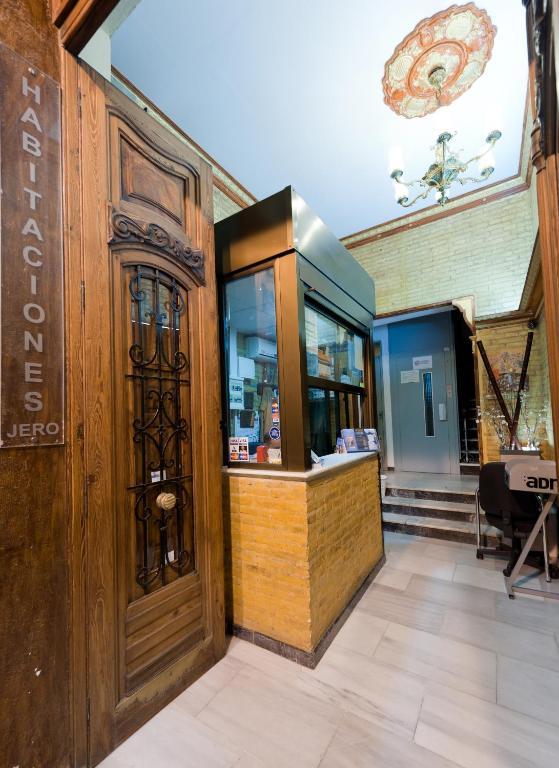 Jero rooms valencia reserva tu hotel con viamichelin for Habitaciones familiares valencia