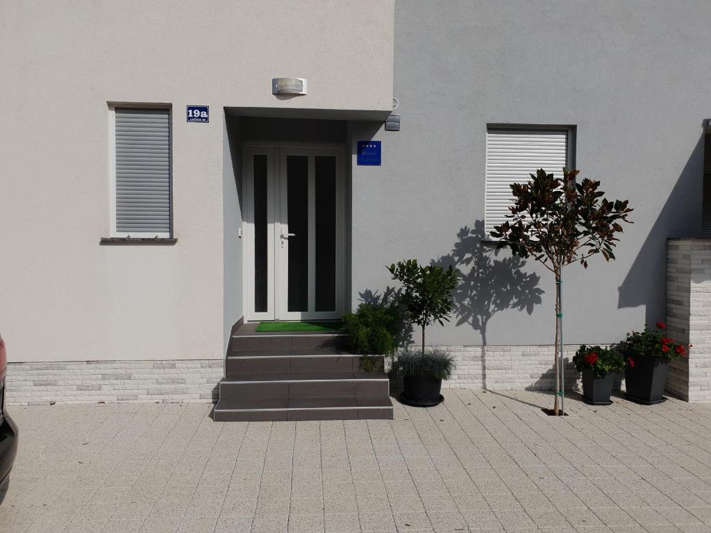 Apartamento Lana i Ana (Croácia Vir) - Booking.com