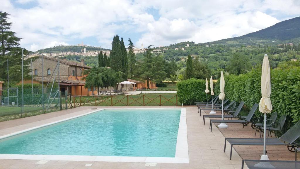 A piscina localizada em Giotto Luxury Country House ou nos arredores