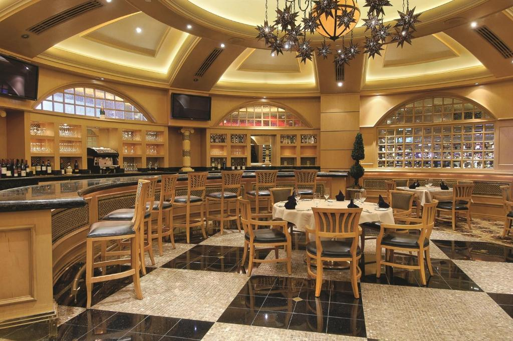 Dinner show package gold coast casino casino_madrid_robots_2011
