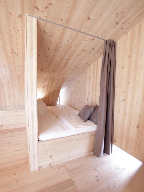 Erlebnisdusche mit Aussicht Barrierfreies Bad Holz Wohnskulptur Ufogel