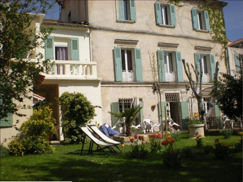 Au saint roch h tel et jardin avignon online booking for Jardin tecina booking