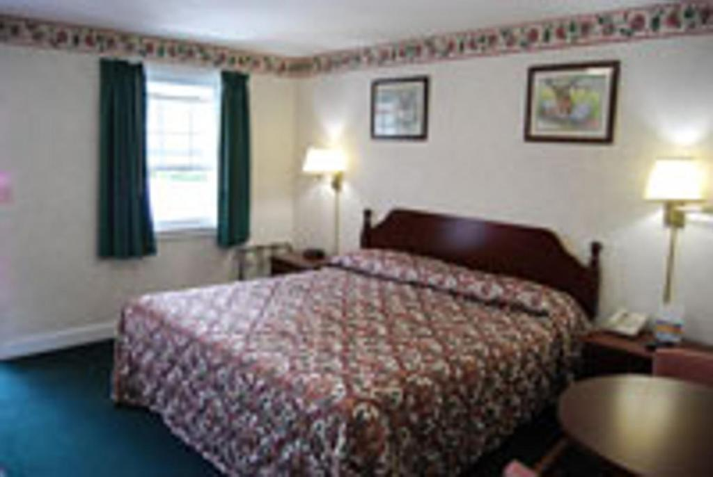 Lenox Inn Pittsfield Book Your Hotel With Viamichelin