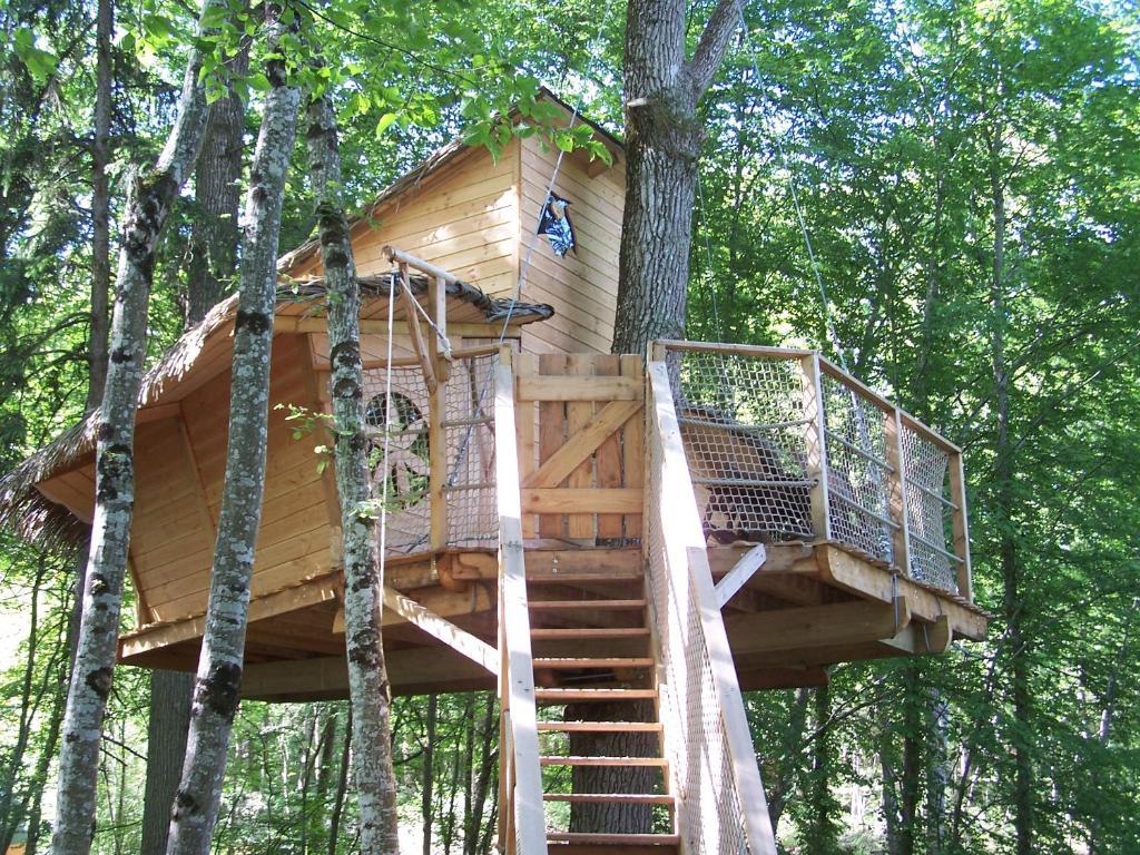Camping parc de fierbois camping sainte catherine de for Camping indre et loire avec piscine