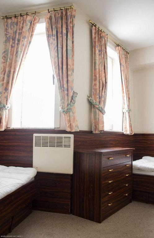 Top appartement oostende locations de vacances ostende for Canape ostende but