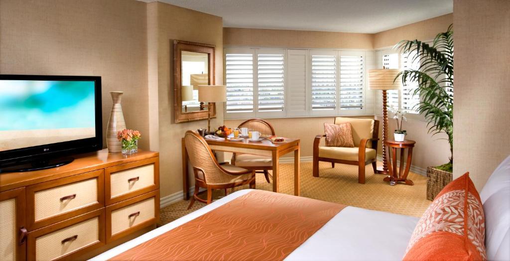 Una televisión o centro de entretenimiento en Tropicana Las Vegas a DoubleTree by Hilton Hotel and Resort