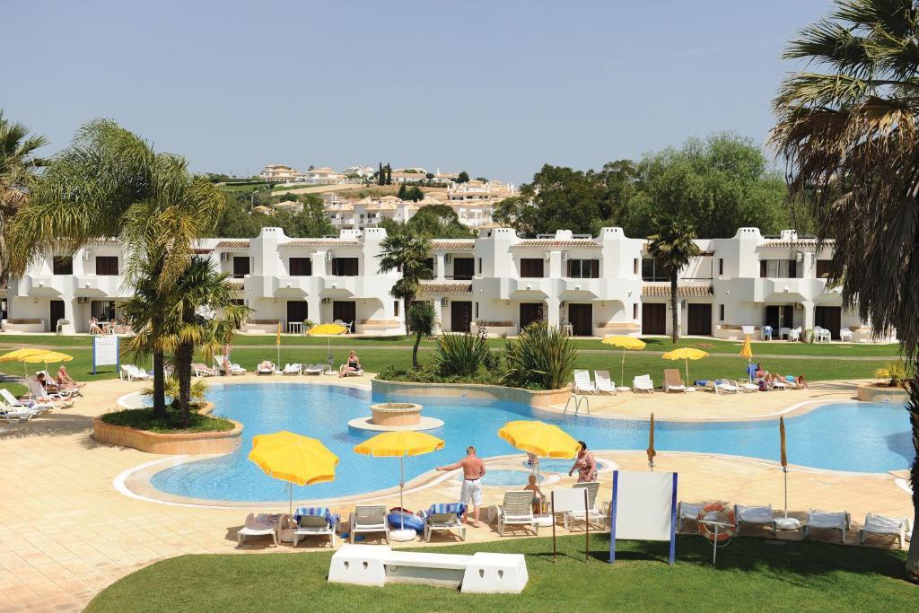 Clube albufeira resort algarve apartamentos tur sticos albufeira book your hotel with - Apartamentos algarve ...