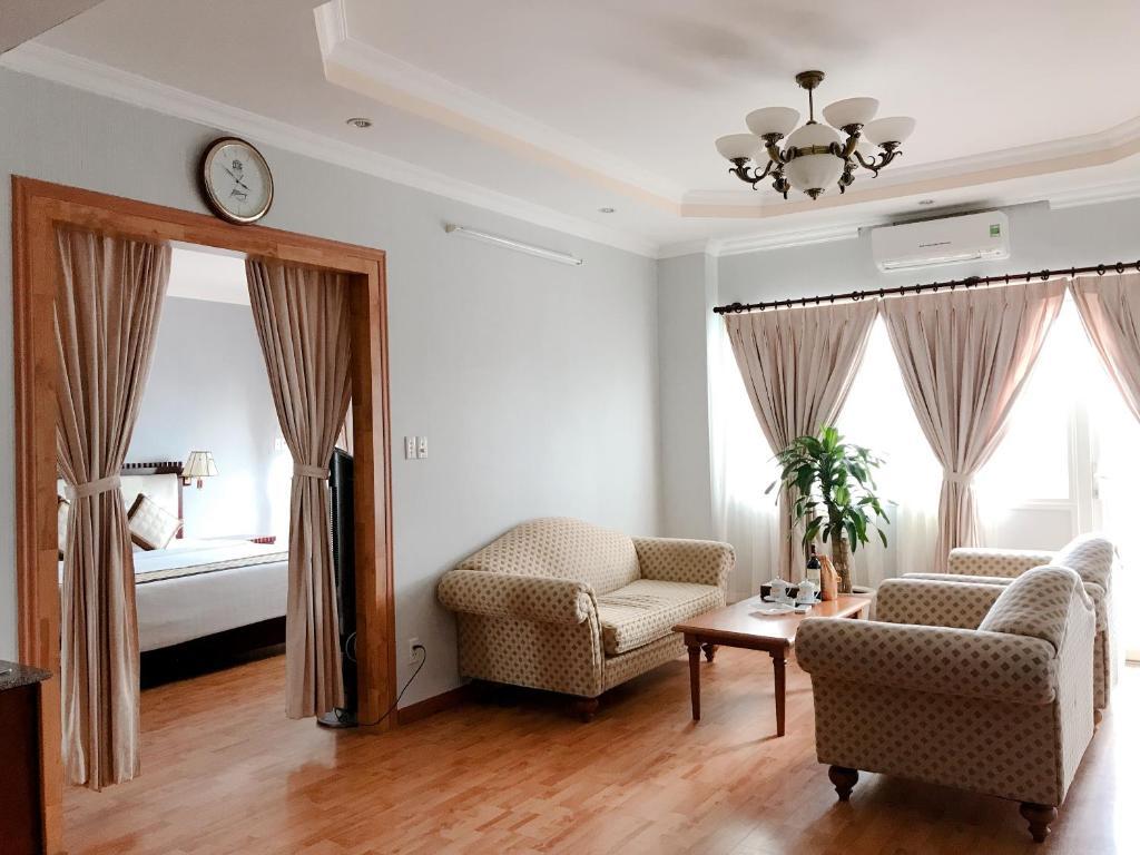 Suite có giường cỡ king nhìn ra đại dương