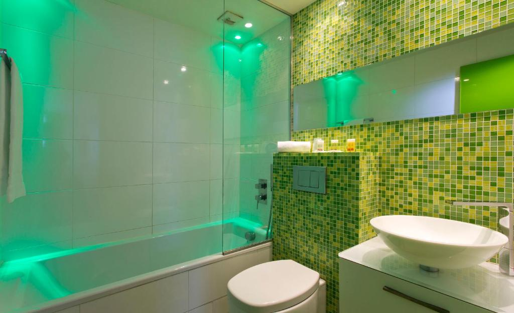 Color design hotel paris book your hotel with viamichelin for Hotel color design paris