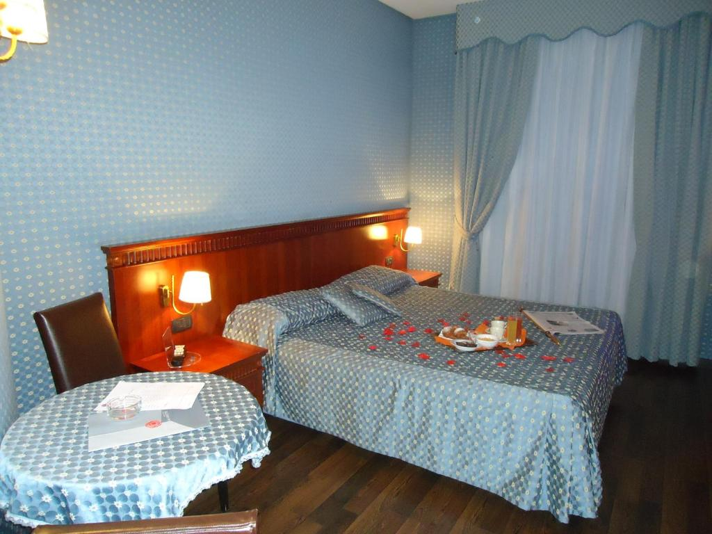 Hotel Vogue - Quarto - prenotazione on-line - ViaMichelin