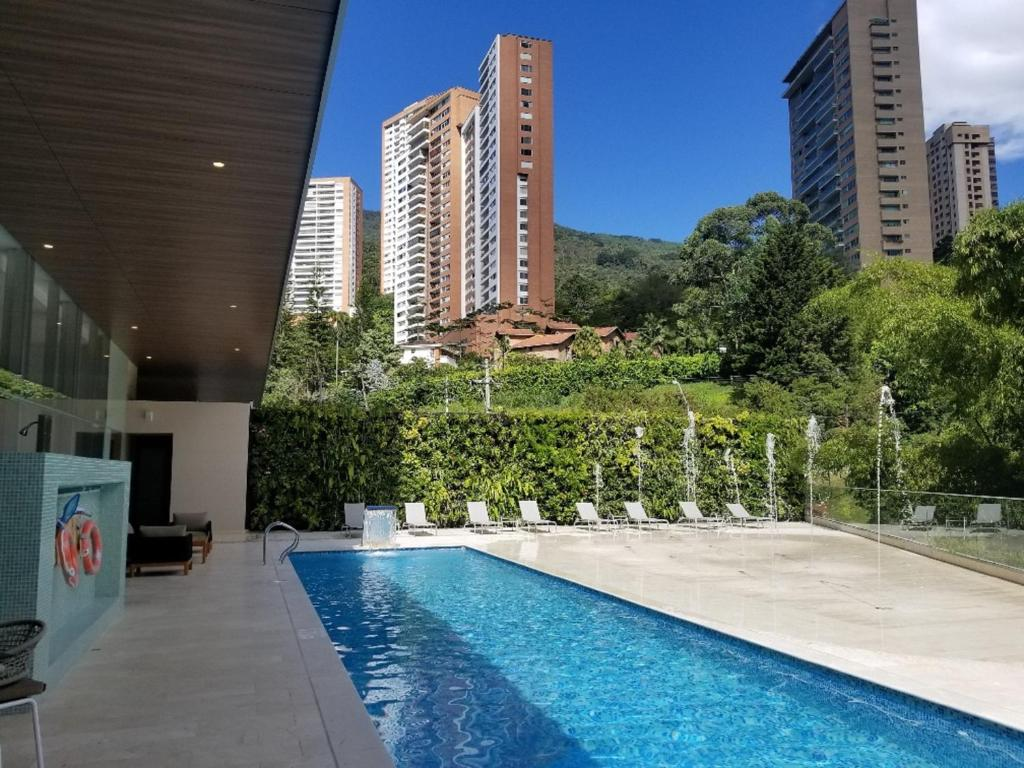 A piscina localizada em Estelar La Torre Suites ou nos arredores