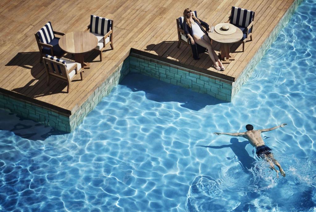 בריכת השחייה שנמצאת ב-Annabelle Hotel או באזור